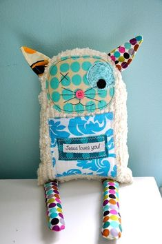 Sewing Animals Projects Handmade, I want my kids to have unique stuffed animals not the usual ones. or maybe unusual animals stuffed animals! Sewing Toys, Sewing Crafts, Sewing Projects, Fabric Toys, Fabric Crafts, Paper Toys, Sewing Stuffed Animals, Stuffed Toys, Ugly Dolls
