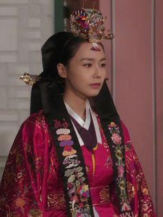 Korean Traditional, Traditional Dresses, Korean Hanbok, Korean Wedding, Korean Drama Movies, Beautiful Costumes, World Cultures, Wedding Attire, Fashion History
