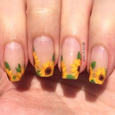 Negative space sunflower floral summer fall autumn nails nail art Floral nail art - Any Autumn Nails, Spring Nails, Summer Nails, Fall Nail Art Autumn, Yellow Nails Design, Yellow Nail Art, Floral Nail Art, Fall Nail Art Designs, Flower Nail Designs