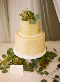 love the color of this wedding cake ;) cakesbymelanieonline.com Photography by ozzygarciablog.com