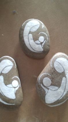 Hand Engraved Nativity Stone for Christmas decor and gifts (rock art ideas)Painted Rock Ideas - Do you need rock painting ideas for spreading rocks around your neighborhood or the Kindness Rocks Project? Pebble Painting, Pebble Art, Stone Painting, Stone Crafts, Rock Crafts, Diy And Crafts, Rock Painting Ideas Easy, Rock Painting Designs, Christmas Rock