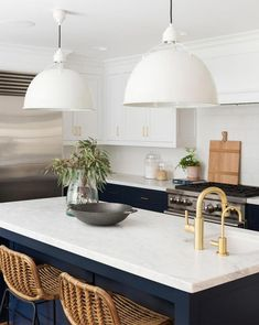 Blue kitchen: color decoration inspirations - Home Fashion Trend Home Design, Küchen Design, Clever Design, Chair Design, Home Decor Kitchen, New Kitchen, Blue Kitchen Ideas, Kitchen Modern, Marble Kitchen Ideas