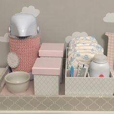 """petitpolicrafts@gmail.com (@petitpolicrafts) no Instagram: """"Tudo na mão para trocar a fralda! Kit higiene com porta fraldas e acessórios TAM 30x40. Para…"""""""