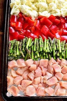 Mediterranean Diet This Sheet Pan Pesto Chicken is loaded with veggies and packed with delicious flavor! Best of all, it requires just 10 minutes of prep and 20 minutes in the oven.all on just one pan! One Pot Meals, Easy Meals, Clean Eating, Healthy Eating, Sheet Pan Suppers, Cooking Recipes, Healthy Recipes, Pan Cooking, Keto Recipes