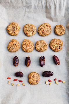 Pistazie Happy Trails Cookies // getreidefrei, Datum gesüßten Cookies, die Kissen weich und perfekt sind als On-the-go Snack oder jederzeit Nachtisch!  & Die zusammen kommen in weniger als 20 Minuten!  glutenfrei, milchfrei Rezept über für Nahrung herumtollen