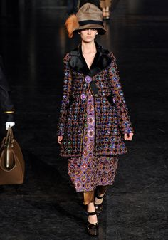 Louis Vuitton Fall 2012 — Runway Photo Gallery — Vogue