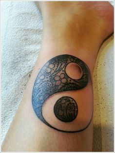 Why Many People Like Yin Yang Tattoo Designs : Yin Yang Tattoo Designs On Calf
