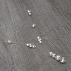 Collier mariage JENNA.  Collier mariage sur fil nylon et plaqué argent composé de perles de verre nacrées ivoire et de boules incrustées de strass Swarovski. Bijoux mariage, mariée.