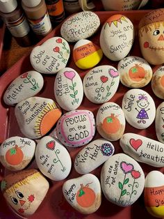 47 Creative DIY Painted Rock Ideas for Your Home Decoration Rock Painting Ideas that will inspire you to start creating! Don't be intimidated by all the rocks you see. Stone painting ideas are perfect for beginners! Pebble Painting, Pebble Art, Stone Painting, Diy Painting, Painting Quotes, Rock Painting Ideas Easy, Rock Painting Designs, Paint Designs, Stone Crafts