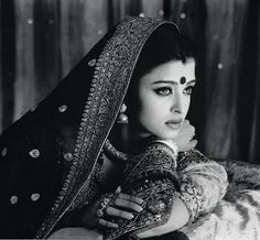 I was inspired by the new Kareena background to post some fabulous black and white scans I found of the Bollywood glam dolls. Mangalore, Bollywood Actors, Bollywood Fashion, Bollywood Photos, Bollywood Style, Most Beautiful Women, Beautiful People, Divas, Miss Mundo