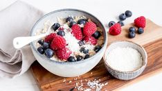 """""""This simple porridge recipe makes a berry-topped bowl of creamy, comforting oats. What better breakfast to wake up to? Slimming World Porridge, Slimming World Breakfast, Fiber Rich Fruits, Oatmeal With Fruit, Porridge Recipes, Healthy Snacks, Healthy Recipes, Sweet Recipes"""