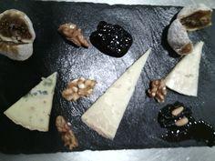 Quesos ( de oveja al romero, de cabra y queso azul gallego), higos y nueces