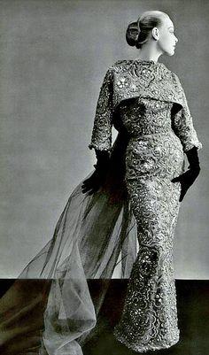 Balenciaga, photo Philippe Pottier for L'Officiel 1951.  www.vintageclothin.com