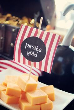 Thinking of giving your next party a Pirate Theme? Here are 11 Pirate Party Ideas to make sure your kids have the most swashbuckling Pirate Party ever! Fête Peter Pan, Peter Pan Party, Pirate Birthday, 3rd Birthday Parties, Birthday Ideas, 4th Birthday, Circus Birthday, Circus Party, Themed Parties