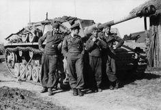 https://flic.kr/p/vaww7o | StuG III Bodo Spranz | Oberleutnant Bodo Spranz, Chef 1.Batterie/Sturmgeschütz-Brigade 237/330.Infanterie-Division/ IX.Armee-Korps/4.Armee/Heeresgruppe Mitte, with his crew and StuG III Ausf.G. - Ostfront '42/43 (Ukraine)