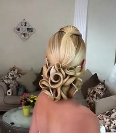 Best Hairstyles For Women - Unique Hairstyles Tutorials This collection of best hairstyles are suitable for women who desire to have a unique look during various occasions like wedding parties. Creative Hairstyles, Unique Hairstyles, Loose Hairstyles, Bride Hairstyles, Woman Hairstyles, School Hairstyles, Afro Hairstyles, Bridal Braids, Bridal Hair