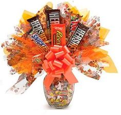 Learn how to make candy bouquets – Candy Bouquet Designs books. Start Candy Bouquet and Gift Basket Business or Do it for a hobby! Candy Boquets, Candy Bar Bouquet, Gift Bouquet, Cake Bouquet, Candy Arrangements, Candy Centerpieces, Wedding Centerpieces, Wedding Favors, Diy Wedding