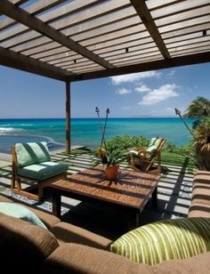 tropical patio ~ I want to be here!