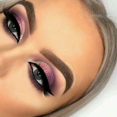 This picture is just GOALS! We are always looking for new eyeshadow looks and tutorials for eye colors. Our calendar will help you stay on top of when the latest makeup eyeshadow palettes are being released! Makeup Eyeshadow Palette, Smokey Eye Makeup, Eyeshadow Looks, Eyeshadows, Eyeshadow Ideas, Peach Eyeshadow, Natural Eyeshadow, Glam Makeup, Makeup Inspo