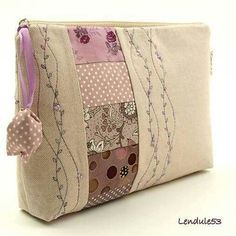 new ideas for sewing tutorials bags zipper pouch Patchwork Bags, Quilted Bag, Patchwork Ideas, Fabric Bags, Fabric Scraps, Scrap Fabric, Fabric Sewing, Bag Patterns To Sew, Sewing Patterns