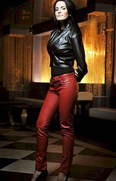 Red leather pants and black leather jacket girl кожа, датски Leather Pants Outfit, Black Leather Leggings, Leather Jeans, Leather Dresses, Berlin Mode, Leder Outfits, Red Jeans, Look Chic, Leggings Fashion
