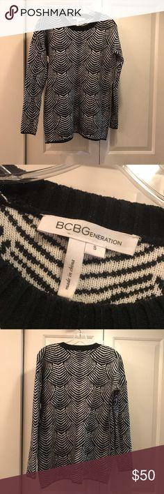 BCBGeneration Black & White Oversized Sweater Great condition oversized black and white sweater BCBGeneration Sweaters Crew & Scoop Necks
