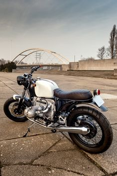 Cafe racers, scramblers, street trackers, vintage bikes and much more. The best garage for special motorcycles and cafe racers. Motos Bmw, Scrambler Motorcycle, Bmw Motorcycles, Vintage Motorcycles, Custom Motorcycles, Custom Bikes, Bmw Cafe Racer, Moto Cafe, Cafe Bike