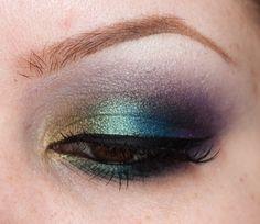 great eyeshadow - peacock colours for @Michelle Flynn Flynn Strzalkowski wedding