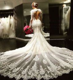 Brides dream about having the most suitable wedding day, but for this they need the ideal wedding outfit, with the bridesmaid's outfits complimenting the brides-to-be dress. Here are a few tips on wedding dresses. Stunning Wedding Dresses, Dream Wedding Dresses, Bridal Dresses, Wedding Gowns, Wedding Tips, Wedding Bride, Arabic Wedding Dresses, Budget Wedding, Wedding Ceremony