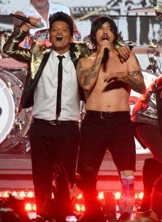 #SuperBowl #HalftimeShow, Bruno Mars and red hot Chile peppers