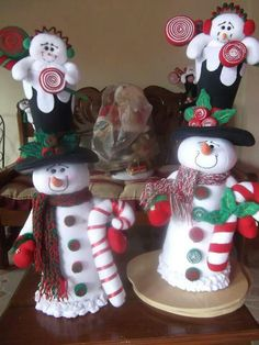 Navidad Felt Christmas Decorations, Holiday Centerpieces, Christmas Fabric, Christmas Snowman, Vintage Christmas, Christmas Diy, Christmas Ornaments, Snowman Crafts, Christmas Projects
