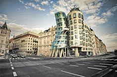 Танцюючий будинок (Прага, Чехія, архітектор Френк Гері)