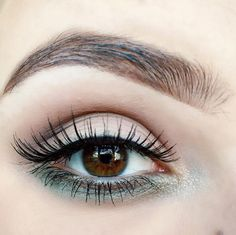 7a3e48652c5 Blush Strokes adds a sweep of khaki eyeliner to her Glamour/2 strip lashes.