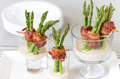 Wedding cocktail hour food idea - bacon wrapped asparagus appetizer with dipping sauce {Courtesy of Pizzazzerie} Gluten Free Appetizers, Make Ahead Appetizers, Appetizers For Party, Appetizer Recipes, Asparagus Appetizer, Bacon Wrapped Asparagus, Asparagus Recipe, Tapas, Antipasto
