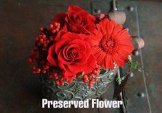 一輪一輪丁寧に開花させたバラはとても美しく、アレンジが より一層華やかです。高さ 約15センチ × 横幅 15センチ × 奥行き 約1...|ハンドメイド、手作り、手仕事品の通販・販売・購入ならCreema。