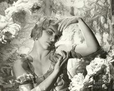 Kyra Nijinski (1914-1998) fotografiada por Cecil Beaton en 1935