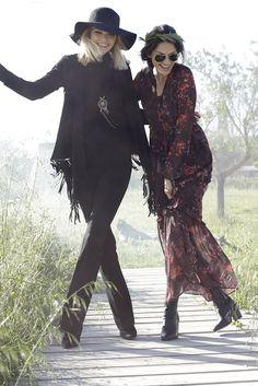 Der Allover-Black-Look ist praktisch, schmeichelt der Figur und eignet sich perfekt für den Herbst. Die Laura Scott Bootcuthose und der Rollkragenpullover werden durch die Lederjacke mit Fransensaum zum Hingucker. Die Stiefelette von Tamaris ergänzt einen Hauch graziler Femininität.