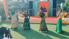 The bubbly bridesmaids shaking their leg on famous Bollywood song Sharara Sharara. It's super cute to see them dancing for the dear bride! wedding videos Bridesmaids Shaking a Leg Indian Wedding Songs, Best Wedding Dance, Wedding Dance Video, Desi Wedding Decor, Wedding Videos, Bollywood Wedding, Bollywood Songs, Beautiful Girl Dance, Dance Choreography Videos