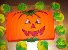 Easy decorating for a sheet cake. Halloween Birthday, Easy Halloween, Halloween Treats, Halloween Desserts, Halloween 2017, Birthday Sheet Cakes, Novelty Birthday Cakes, Cake Birthday, Birthday Ideas