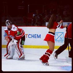 Эрик Эрсберг и донецкая красавица из числа Ice Girls. #hcdonbass #hcspartak #hockey #icegirls - @HC Donbass- #webstagram