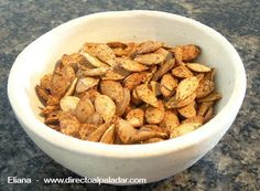 semillas calabaza especiadas, very tasty pumpkin seed recipe...tumeric is best for you too!