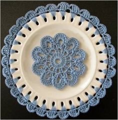 Tutorial for embellishing plates with crochet by Penny from Knot Forgotten Studio on Petals to Picots