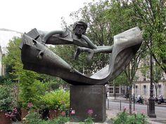 L'Homme aux semelles devant by Jean-Robert Ipoustéguy, place du Père-Teilhard-de-Chardin, Paris