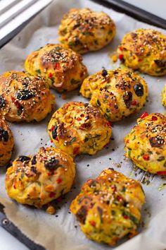 Vegane Gemüsebrötchen - ♥ Healthy On Green - 97 Brunch Recipes to Make This Weekend Veggie Recipes, Appetizer Recipes, Vegetarian Recipes, Dinner Recipes, Vegetable Snacks, Snacks Recipes, Pizza Recipes, Healthy Recipes, Savory Snacks