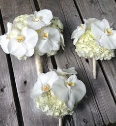 Elegant white orchids will always be a timeless classic choice for your bouquets