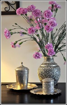 6 Jolting Useful Tips: Vintage Home Decor Inspiration Texture vintage home decor diy tea cups.Vintage Home Decor Diy Wedding Decorations vintage home decor kitchen farmhouse.Vintage Home Decor Inspiration Texture. Decoration Table, Vases Decor, Wall Vases, Flower Vases, Flower Arrangements, Floral Arrangement, Chandeliers, Décor Antique, Home Decor