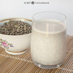 """Podobných příprav najdete na internetu mnoho, ale vnímám, že itento recept sempatří, protože jsem vytvořila krom obyčejného konopného """"mléka"""" i variantu, která je ještě lahodnější a i prospěšná. Dle chuti si nápojmůžete připravit čistý nebo následně i ochucený kurkumou a třeba banánem... Juicing, Glass Of Milk, Smoothies, Paleo, Vegan, Drinks, Food, Per Diem, Turmeric"""