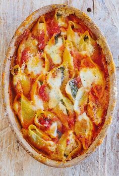 This baked tomato and cheese conchiglioni recipe is a simple, indulgent, comforting baked pasta dish that you will want to make over and over again. Gennaro Contaldo is the master of all things pasta, and here he mixes sweet, tangy tomato sauce with rich and creamy mozzarella, baked to perfection with giant conchiglioni pasta. A perfect midweek family meal!