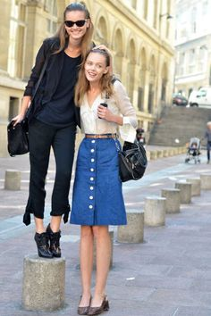 11 Lessons from Fashion Week Street Style - Discover More Street Style - Elle Street Chic, Street Style, Street Snap, Street Fashion, Black Shorts Outfit, Mode Jeans, Cute Skirts, Denim Skirt, Skirt Belt