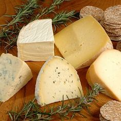 Cheese Gift Box: Devon's Artisan Cheese Selection - The Cheese Shed, Bovey Tracey, Devon